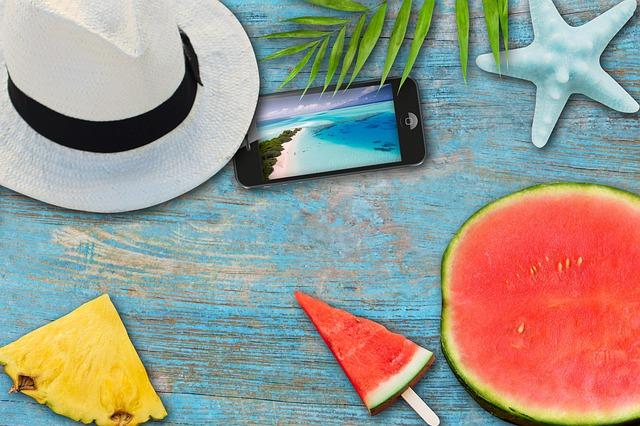 meloun, mobil a klobouk