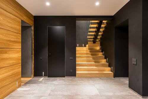 Jak vhodně zvolit schodišťové zábradlí? Hodně záleží na materiálu, jaký je ten nejlepší?
